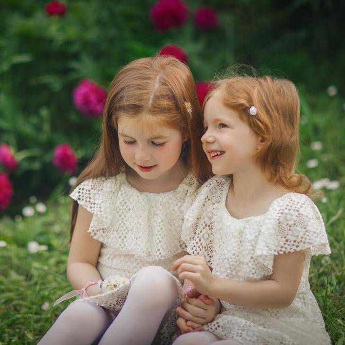 gyermekfotók a tavaszi virágzásban